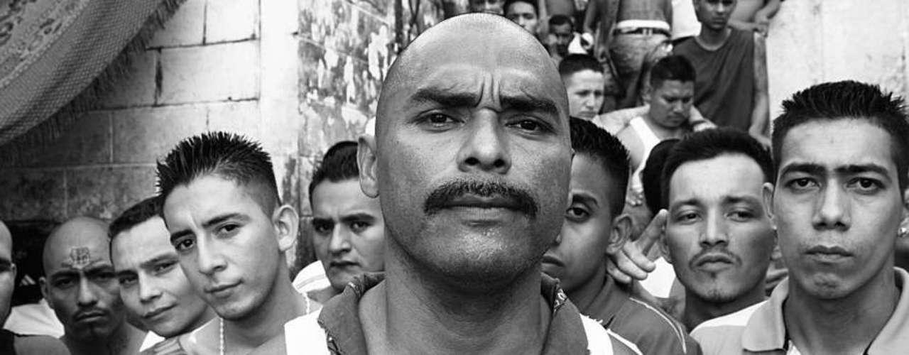 Las dos principales bandas de Centroamérica, Mara Salvatrucha y Barrio 18, viven desde marzo una tregua sin precedentes. BBC Mundo fue a la cárcel de Cojutepeque, cerca de San Salvador, a conocer a algunos de sus protagonistas.