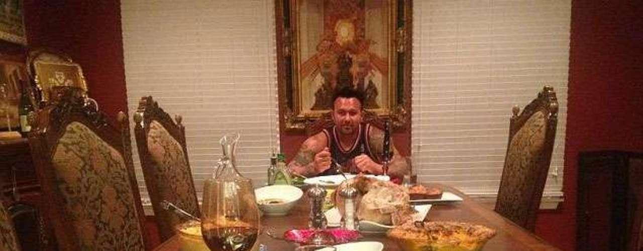 Jwoww twitteó a su novio Roger Matthews en la mesa con una deliciosa comida