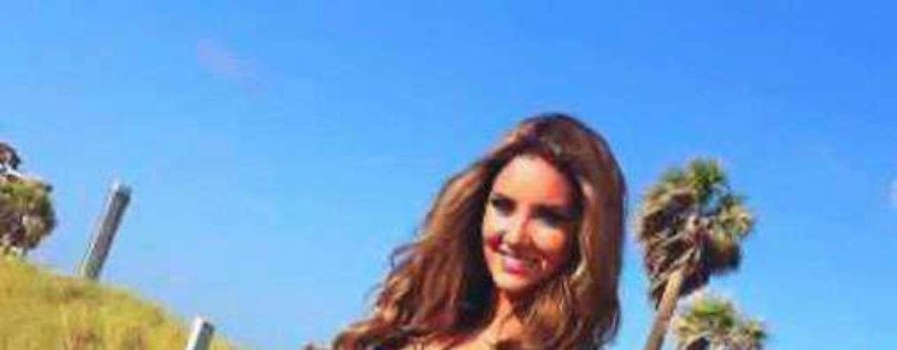 Colombia - Daniela Álvarez Vásquez. Nació en Barranquilla el 24 de mayo de 1988. Estudió comunicación social y preiodismo y tiene una especialización en desarrollo organizacional y procesos humanos. Mide 1.75 metros de estatura. Su cabello es castaño claro y sus ojos verdes.