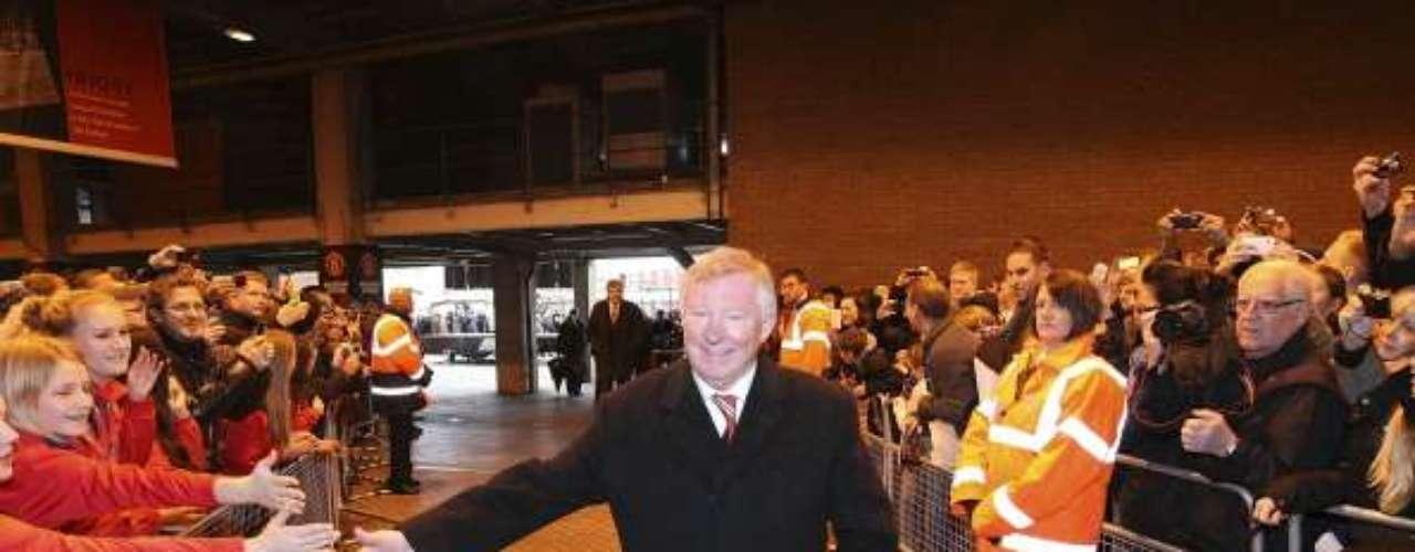 Cientos de aficionados se dieron cita para acompañar al estratega escocés.