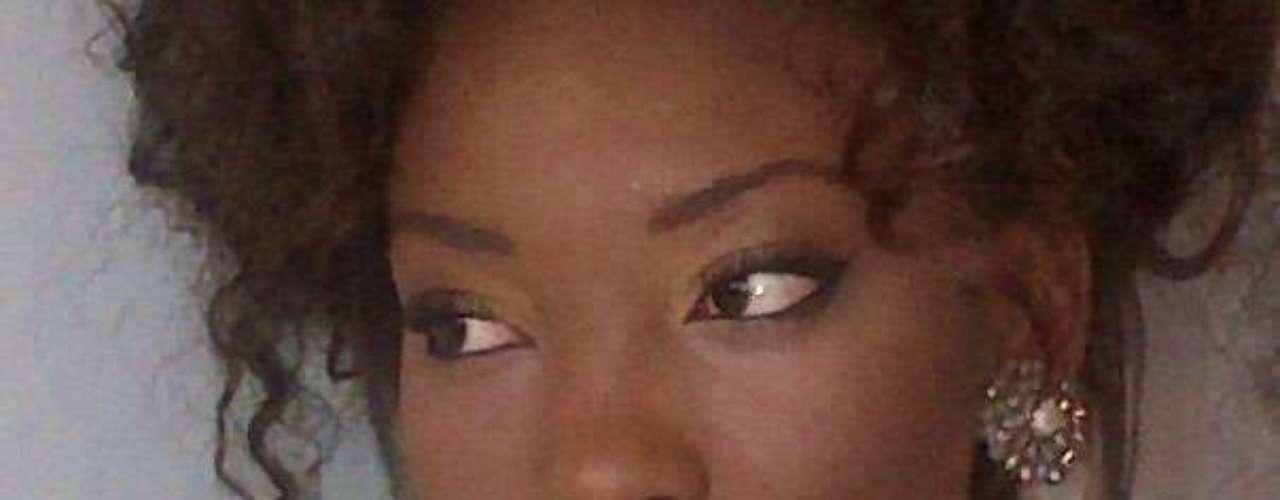 Haití - Jacques Christela. Procede de Puerto Príncipe. Es modelo profesional en su país. Mide 1.79 metros de estatura. Su cabello es negro y sus ojos color café.