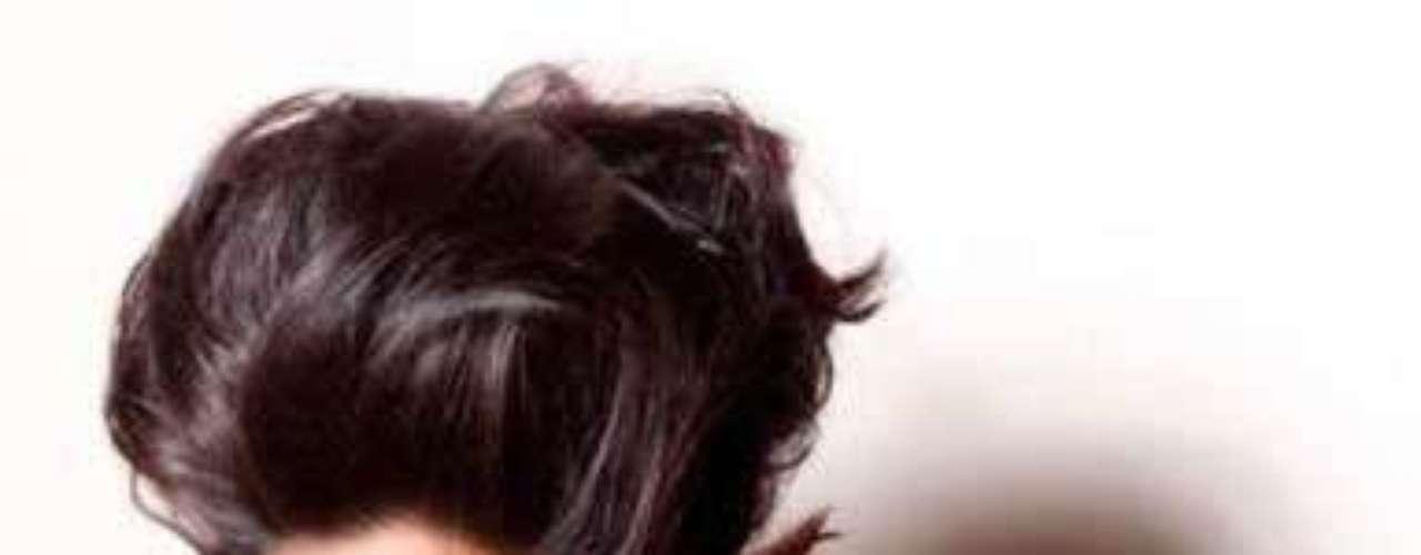 Islas Caimán - Lindsay Japal. Nació en el año de 1988 y reside en Georgetown. Titulada como Asociado en Administración de Empresas por la Escuela Universitaria de las Islas Caimán. Mide 1.75 metros de estatura, su cabello es nego y sus ojos cafés.