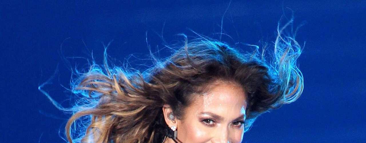 Jennifer López luciendo un ajustado \