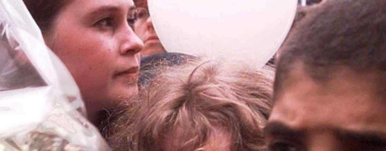 Dos días más tarde las niñas Sabine Dardenne y Laetitia Delhez (de 12 y 14 años, respectivamente)fueron liberadas. Dutroux las había tenido secuestradas en el sótano de su casa.