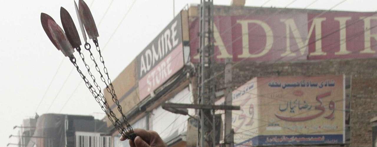 Como en años anteriores, en los días previos a la Ashura se han registrado sucesos violentos contra la comunidad chií, que han sido especialmente graves en Pakistán, donde más de treinta personas han muerto en atentados con explosivos en las ciudades de Karachi, Rawalpindi y Dera Ismail Khan.