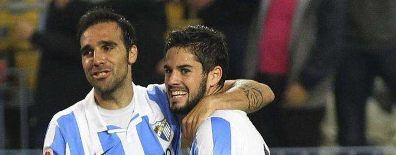 Málaga tuvo un día de campo al golear 4-0 al Valencia en casa.
