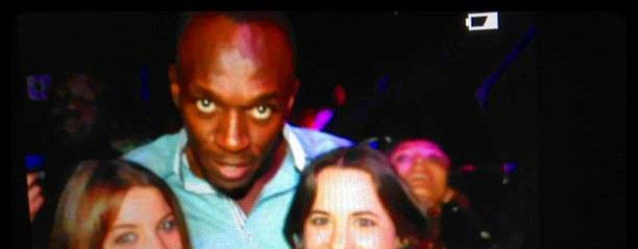 Bolt causó un gran revuelo entre los asistentes a la fiesta cuando se enteraron de su presencia en el club.