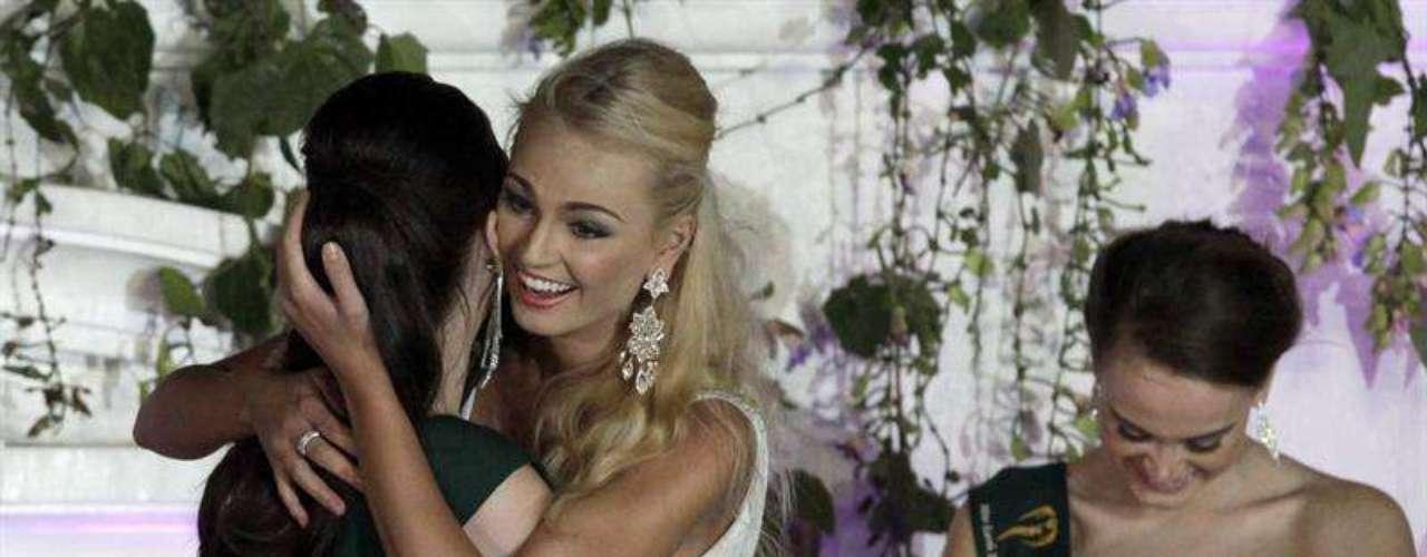 La checa Tereza Fajksova se ha alzado con la corona de Miss Tierra 2012, seguida de la filipina Stephany Stefanowitz en segundo lugar (Miss Tierra Aire) y la venezolana Villalobo (Miss Tierra Agua) en tercer lugar, en una ceremonia celebrada en Manila, informaron hoy los medios locales.   Mientras que la brasileña Camila Brant se alzó con el cuarto premio del concurso (Miss Tierra Fuego).