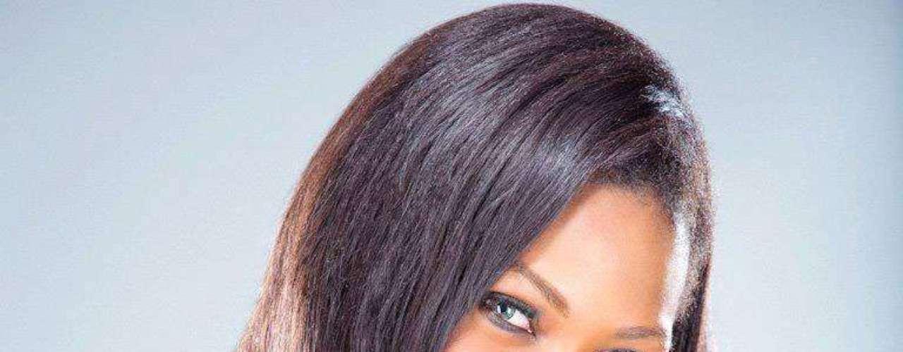 Gabón - Channa Divouvi. Procedencia: Ngounié. Edad: 21 años. Channa Divouvi se crió en el barrio modesto de Libreville. Sus pasatiempos son cocinar, leer, y hacer compras. Criada por una madre que es ciega, su trabajo ideal es ser dueña de su propia asociación que ayuda a las personas con deficiencias visuales en su país. También le gustaría empezar una empresa de cosméticos que atiende a mujeres de color. \
