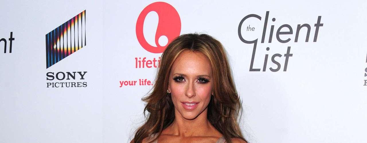 Jennifer Love-Hewitt tiene años en Hollywood y ahora más madurita se puso muy bien con unas súper curvas naturalitas
