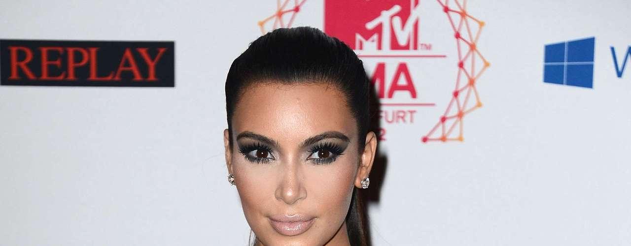 Kim Kardashian es otra de las famosas que son la envidia de varias mujeres debido a sus súper curvas