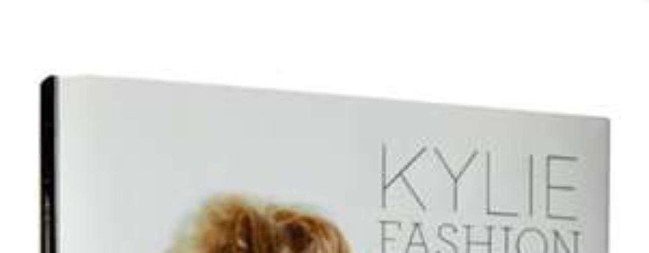 La australiana Kylie Minogue ha sido un icono de la moda desde sus inicios en la industria. Para conmemorar los 25 años de carrera musical, la artista en conjunto con William Baker publicaron el libro 'Kylie Fashion'.