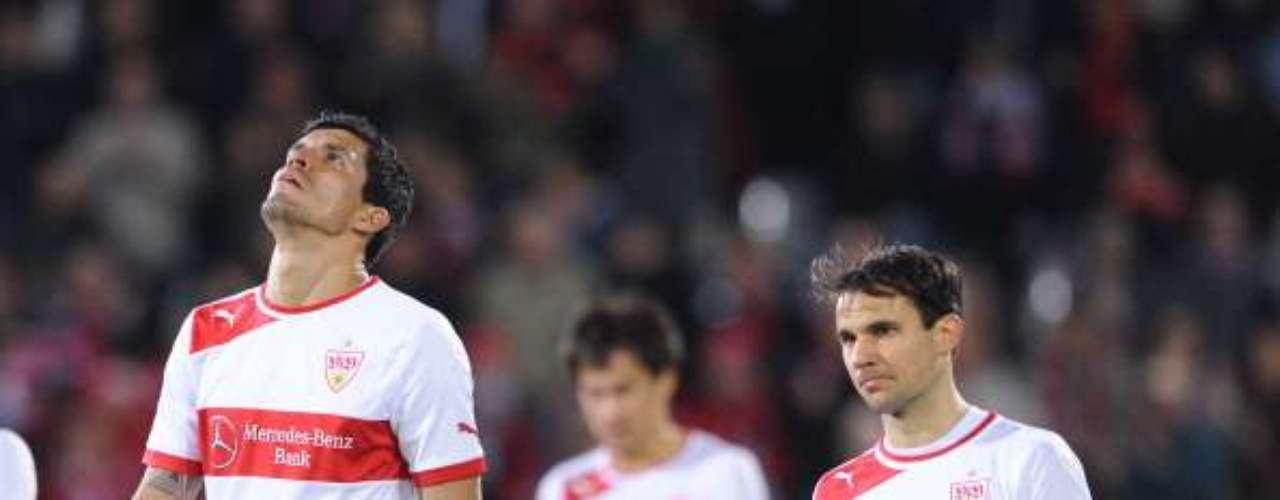 El 'Maza' Rodríguez y el Stuttgart se vieron mal ante el Friburgo, que los despachó 3-0.