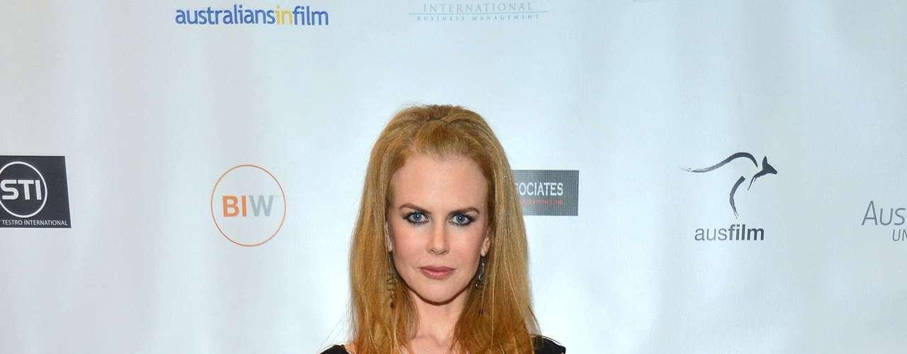 Nicole Kidman rompió el total black con unas afiladas zapatillas rojas. Su atuendo resultó demasiado simple.