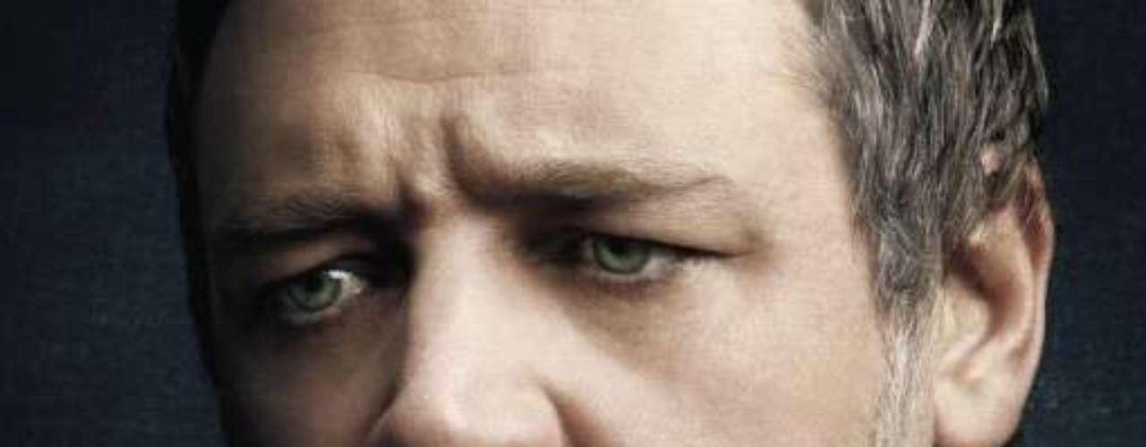 Hugh Jackman encarna a Jean Valjean, un individuo que es enviado a prisión tras robar un trozo de pan con el que pretendía alimentar a sus sobrinos y a su hermana viuda. Russell Crowe da vida a Javert, el hombre que le hará la vida imposible, mientras que Anne Hathaway se pone en la piel de Fantine, una mujer que sufre no pocos infortunios a lo largo de su vida.