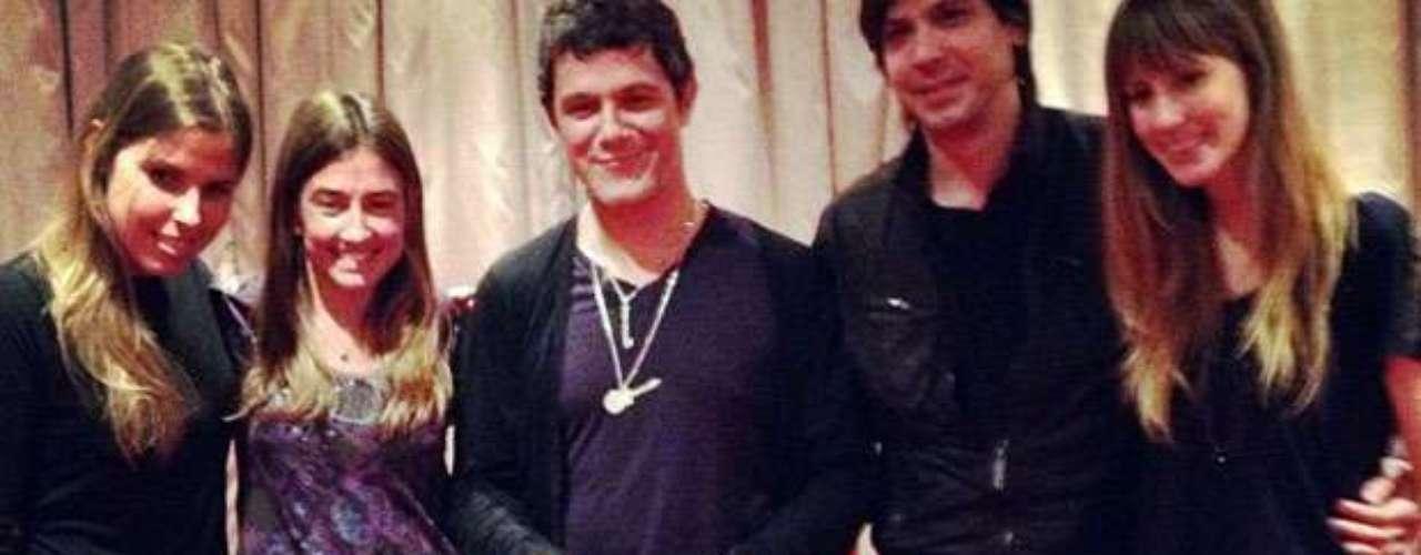 Alejandro Sanz celebra su primer single de oro con la disquera Universal Music, gracias al hit \