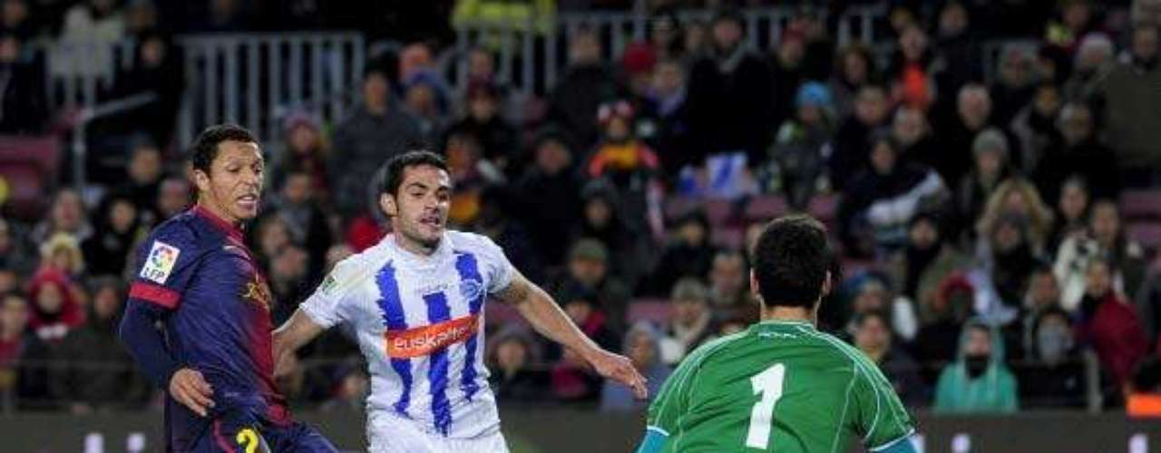 Adriano marca el gol del empate ante el Alavés