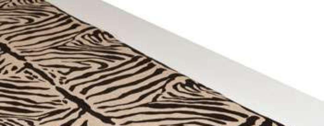 Decoración para la mesa. Zara Home propone un camino de mesa con estampado de cebra para dar un toque 'salvaje' a las celebraciones. Disponible por 25,99 euros.
