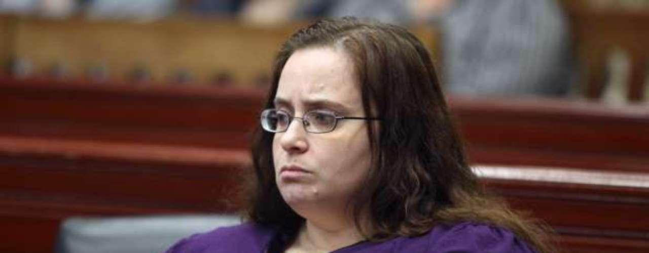 Carolyn Riley, una madre de Massachussets, fue acusada en enero del 2010 de matar a su hija de cuatro años de edad con medicamentos de prescripción. La mujer y su esposo, Michael, fueron acusados de uso excesivo de fármacos contra la pequeña Rebecca Riley, que había sido diagnosticada de trastorno de déficit de atención con hiperactividad y trastorno bipolar.