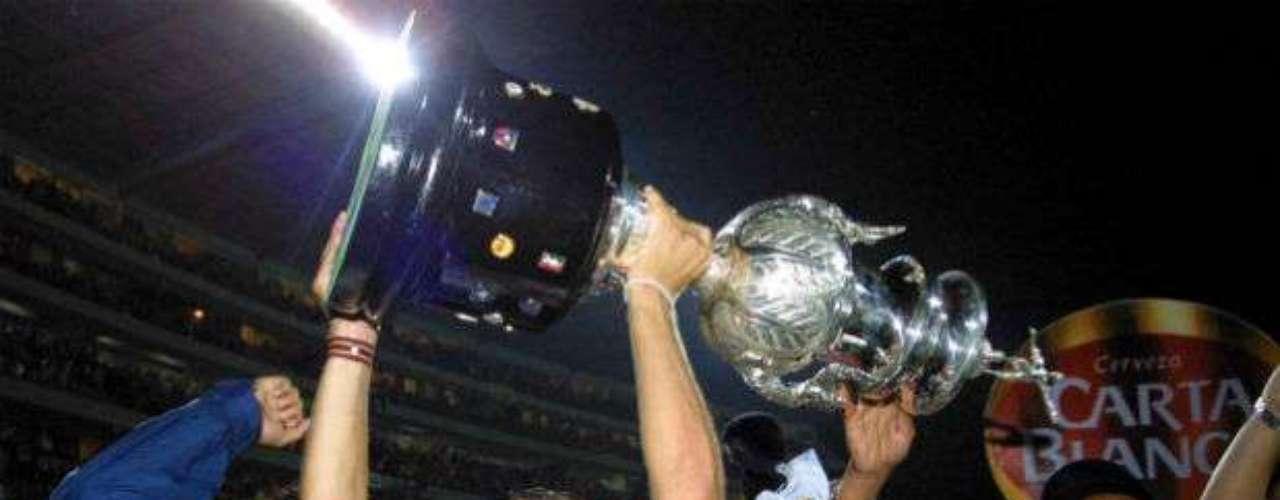 Como visitante, Rayados dio cuenta de Morelia al doblegarlo por un global de 3-1 en el Clausura 2003. El argentino Daniel Passarella era el DT del conjunto regio.