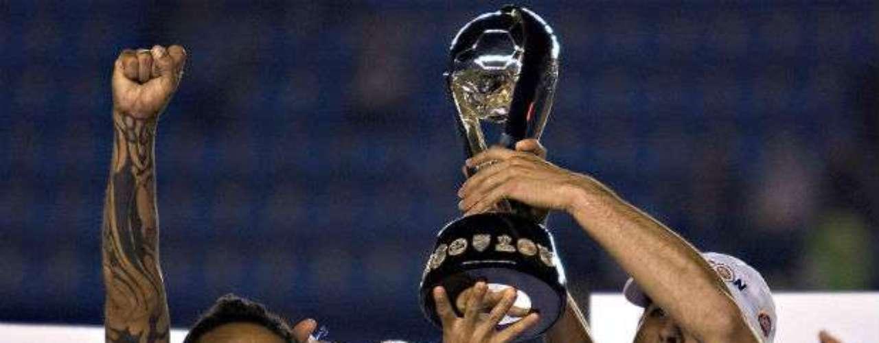 Rayados dio la sorpresa en el Apertura 2009 al vencer como visitante al Cruz Azul por marcador global de 6-4. Víctor Manuel Vucetich le daba el campeonato a los de la Sultana.