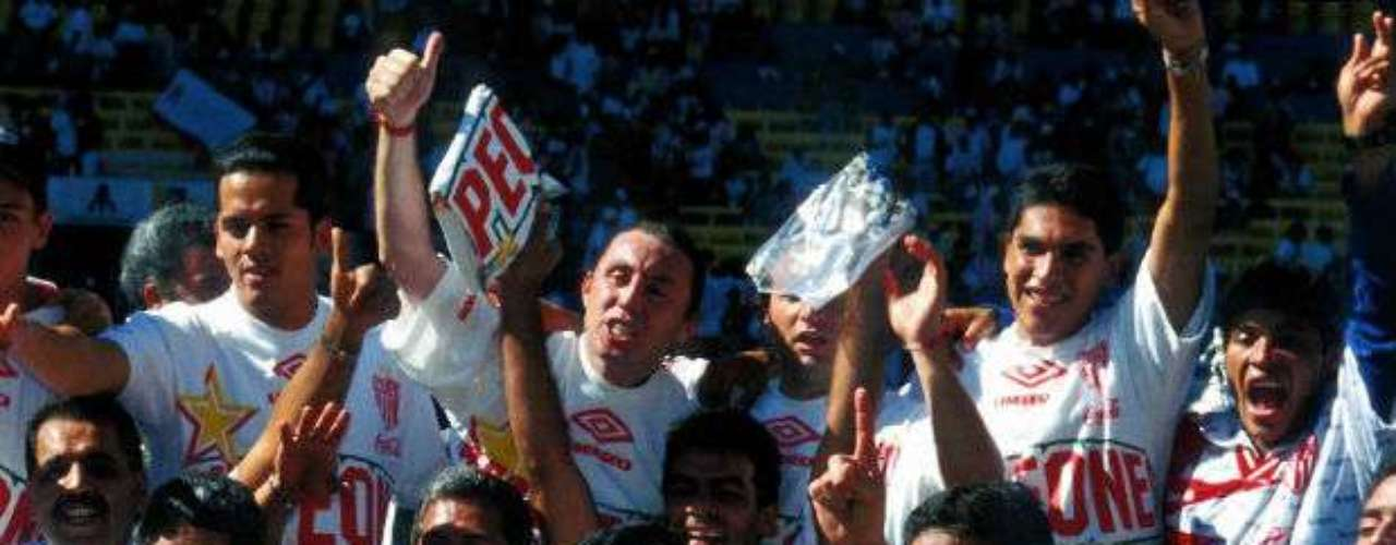 En un resultado sorpresivo, Necaxa superó por 2-0 a las favoritas Chivas en el Invierno 98. Raúl Arias ganaría su primer campeonato como entrenador.