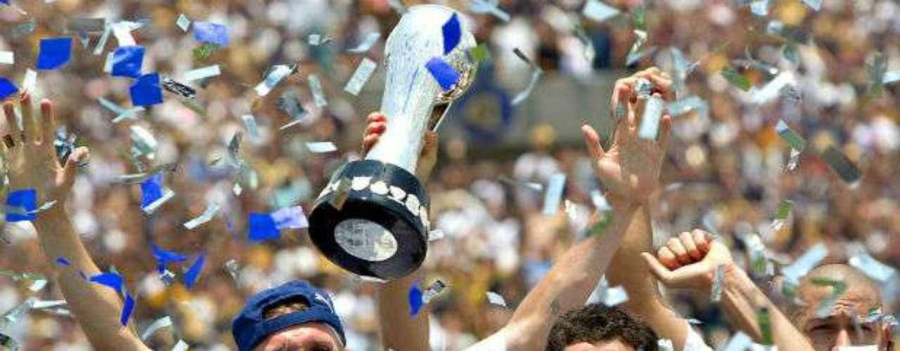 Pumas logró su séptimo campeonato en el Clausura 2011 al vencer en el global 3-2 a Monarcas Morelia. Los Universitarios eran dirigidos por Guillermo Vázquez.