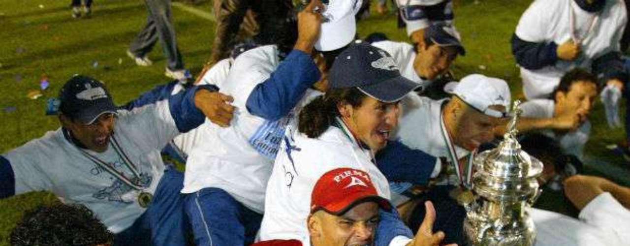 Pachuca ganaba su tercera estrella en el Apertura 2003 a costa de los Tigres a quienes vencieron por global de 3-2. Víctor Manuel Vucetich dirigía al cuadro tuzo.