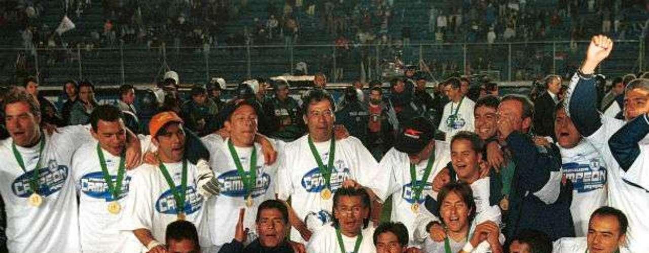 Con gol de oro, Pachuca obtuvo su primer título en su historia al vencer al Cruz Azul de visitante por marcador global de 3-2.  Javier Aguirre era el entrenador de aquellos Tuzos monarcas.