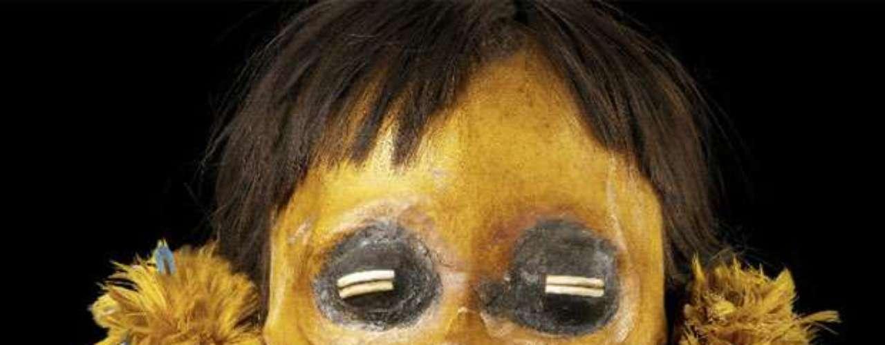 Los munducuru de Brasil eran cazadores de cabezas. Los científicos piensan que la que vemos en la foto perteneció a un hombre. Las de los enemigos eran consideradas trofeos y las de los compañeros, reliquias. La exhibición cierra sus puertas el 14 de julio de 2013.