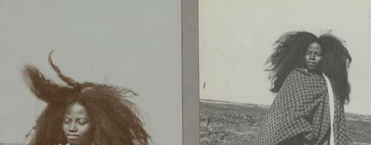 El cabello largo está asociado al hombre salvaje, como por ejemplo el de la prehistoria, a los artistas y a los rebeldes. Pero esta interpretación depende de cada cultura. En Madagascar, como se ve en la imagen, las personas que están de luto van despeinadas.