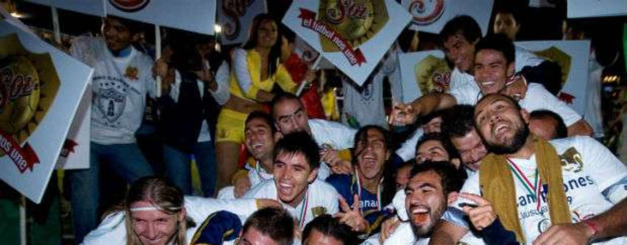 La UNAM, bajo el mando de Ricardo Ferretti, doblegó como visitante al Pachuca por global de 3-2 en el Clausura 2009. Pumas conseguía en ese entonces su sexto campeonato bajo el mando de Ricardo Ferretti.