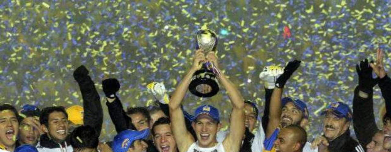En el Apertura 2011, Tigres conquistó su tercer título en su historia al vencer 4-1 en el global a Santos. Ricardo Ferretti llevó a los felinos a la cima.
