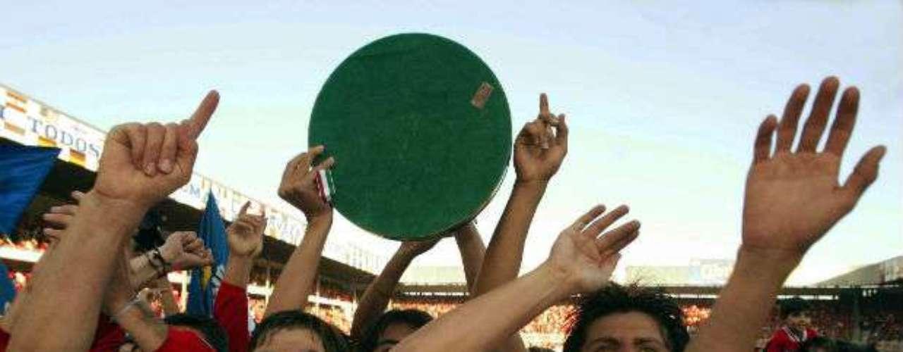 Toluca se llevaba la gloria en el Apertura 2002 al  vencer por un global de 4-2 al Morelia. Alberto Jorge comandaba a los Diablos.