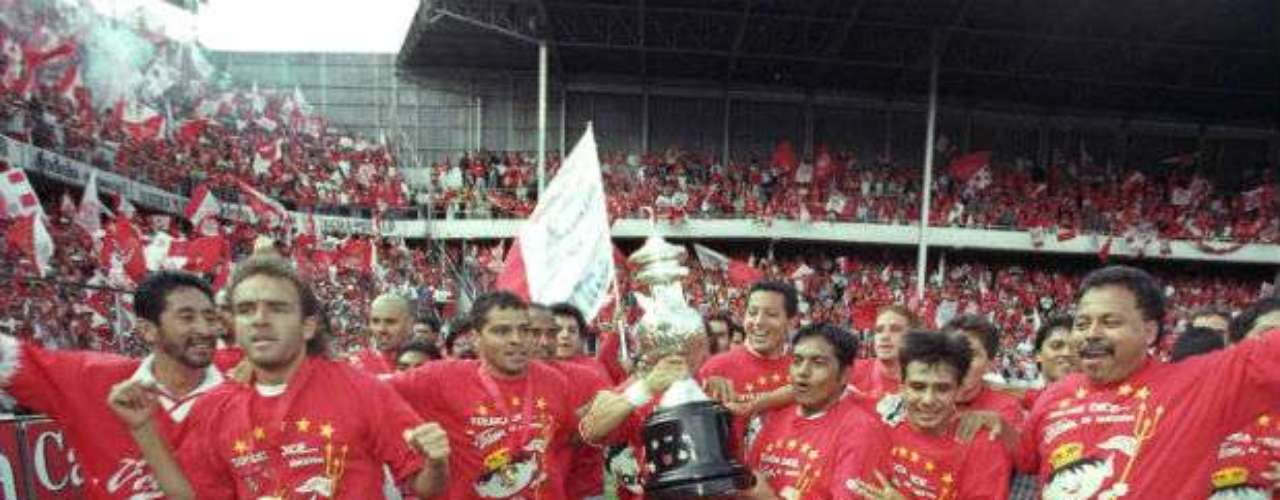 En una final épica, Toluca doblegó por penales al Atlas en el Verano 99. Los Diablos eran comandados por  Enrique Meza.