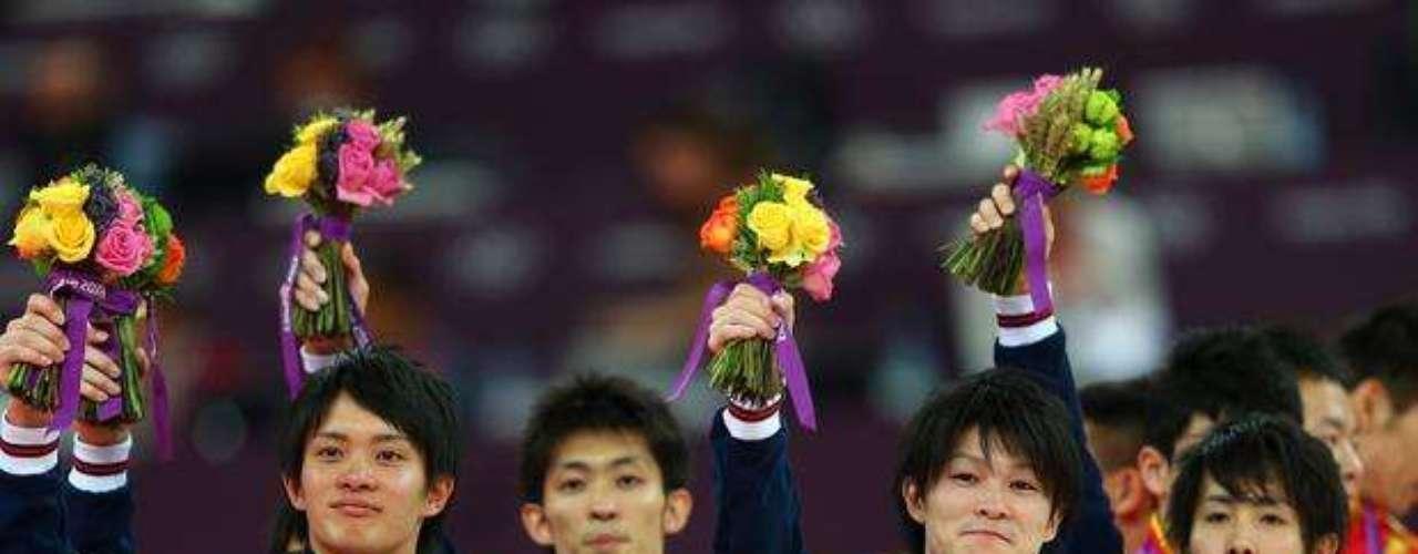 Japón quedó cuarto en la final de gimnasia por equipos, pero apeló el puntaje de los jueces y en una polémica decisión le dieron el segundo puesto y la medalla de plata.