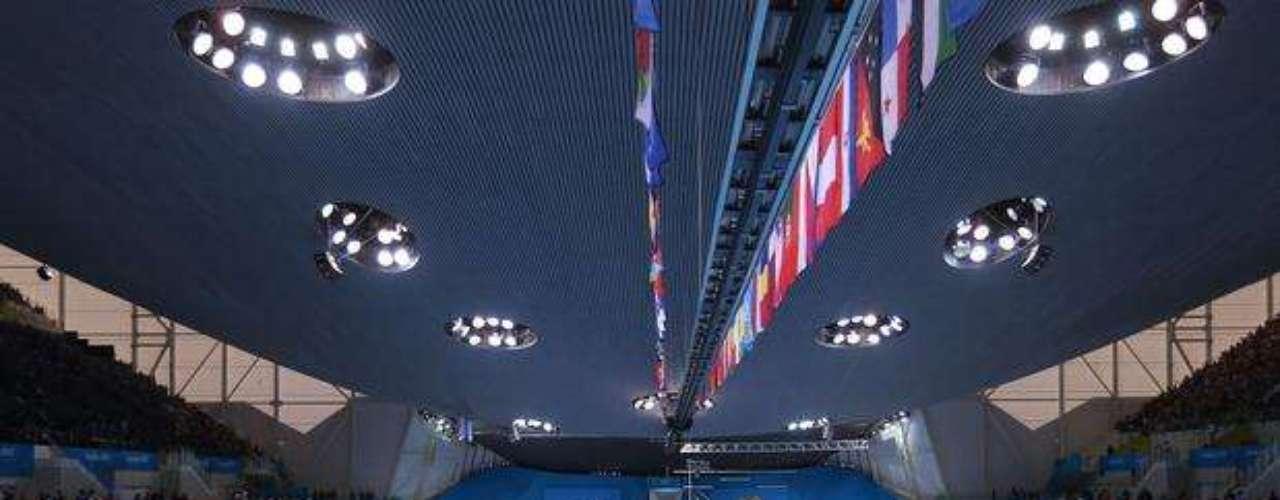 Los organizadores de los Juegos Olímpicos intentaron disipar el escándalo generado por las imágenes televisivas, que mostraban tribunas casi vacías en los recintos deportivos, cuando se dijo que se había vendido todas las localidades.