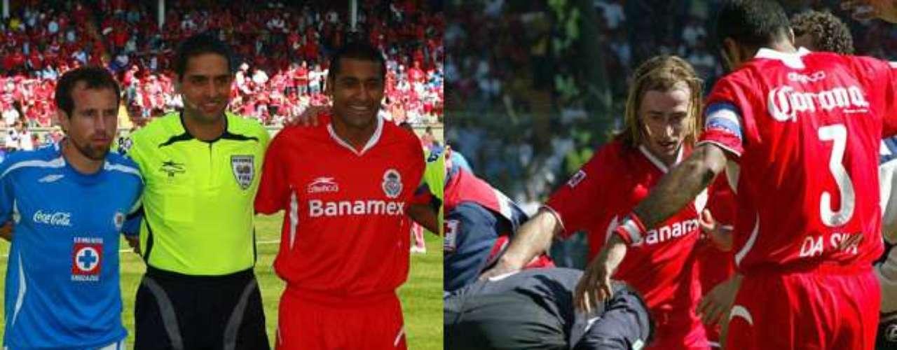 Toluca y Cruz Azul jugaron la final del Apertura 2008. Los celestes debieron haber tenido una gran oportunidad de obtener el título, debido a una fuerte jugada de José Manuel Cruzalta sobre César Villaluz, que debió ser penal, pero el árbitro dejó correr. Villaluz fue sacado en camilla y llevado al hospital. Toluca fue campeón
