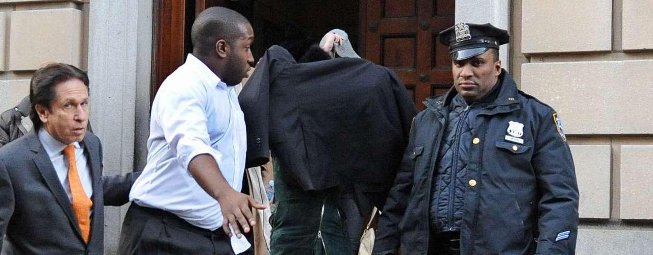 Lindsayfue detenida y acusada de agresión por golpear a una mujer durante una pelea que tuvo lugar en un conocido club nocturno de Nueva York. La actrizfue arrestada por la policía y llevada a una comisaría, donde fue acusada de agresión en tercer grado y puesta en libertad