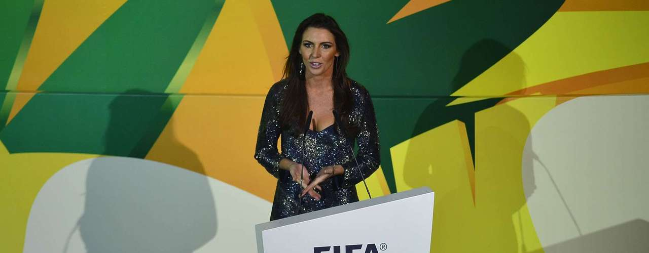 La periodista Glenda Kozlowski fue la presentadora del sorteo.