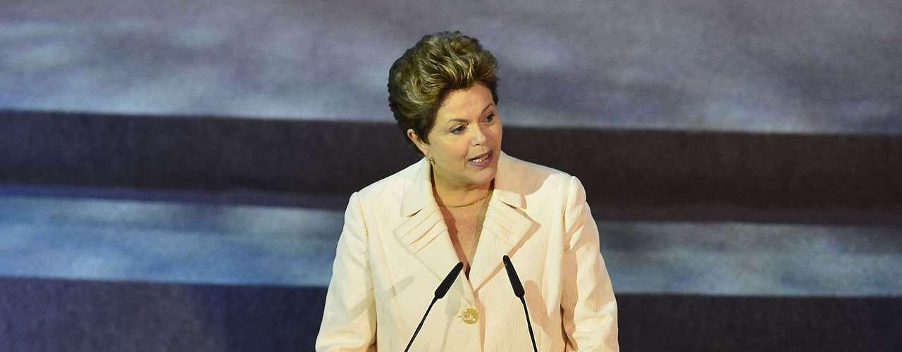 Rousseff dijo que Brasil tiene la obligación de ganar la Copa del Mundo, no sólo en la cancha sino también fuera.