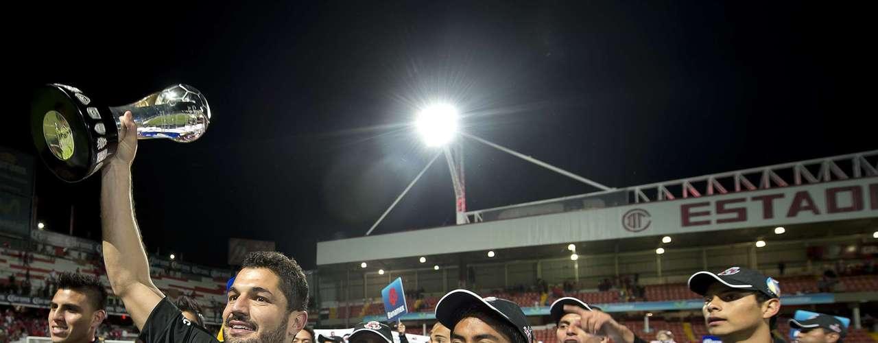 Un día después, en el estadio Nemesio Diez, Tijuana vence 2-0 al Toluca (4-1 global) y se convierte en Campeón del futbol mexicano, apenas en su tercer torneo en Primera División.