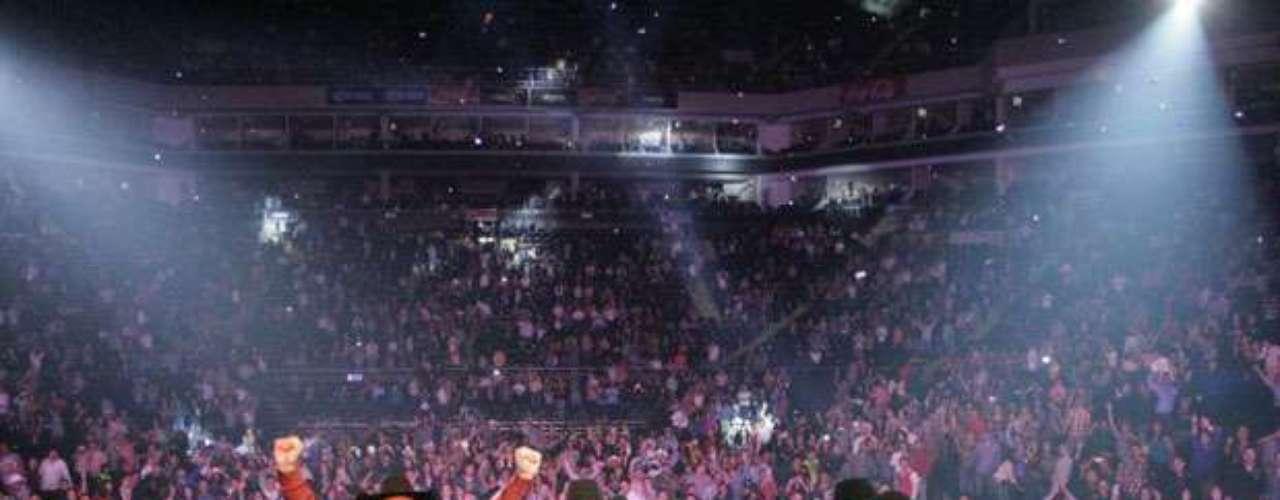 El grupo Intocable ofreció dos conciertos en Monterrey, México con gran éxito, por lo que demostró que es uno de los grandes en su género y que cuenta con la preferencia del público. En el escenario de la Arena Monterrey, Intocable rompió récord de actuación durante más de tres horas de espectáculo, en el que se escucharon temas como \