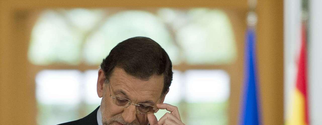 En mayo se desataron protestas tras el anuncio de medidas contra la crisis en España, divulgadas por el presidente del Gobierno, Mariano Rajoy.
