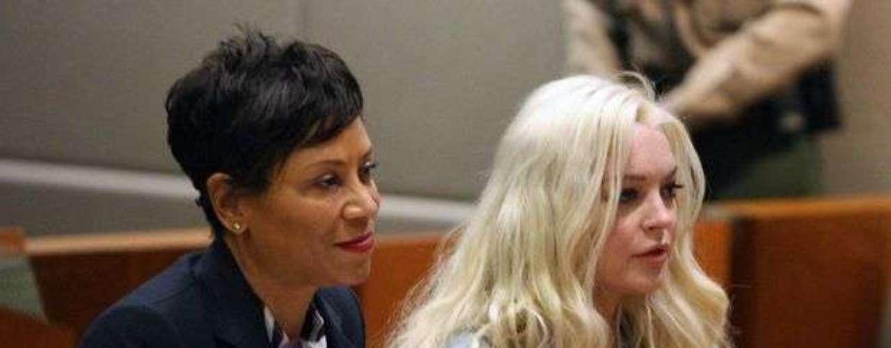 En Enero 17 del 2012 Lindsay visító por primera vez en el año recibiendo halagos por parte de la juez Stephanie Sautner ya que cumplió sus 480 horas de su servicio comunitario como parte de su castigo por haber manejado borracha