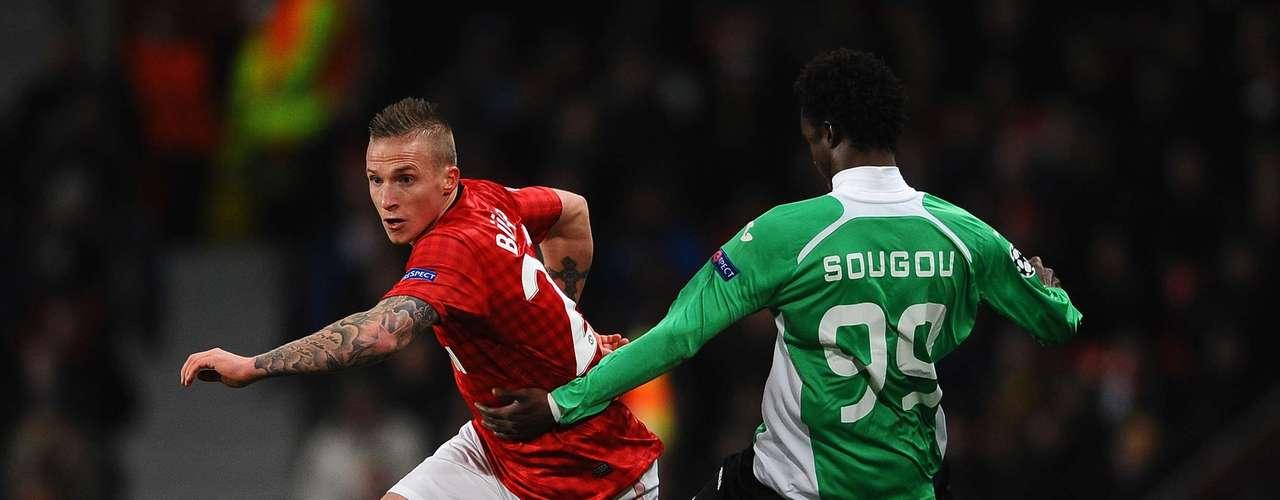 Cluj sorprendió al Manchester United al vencerlo 0-1 en el Estadio Old Trafford.