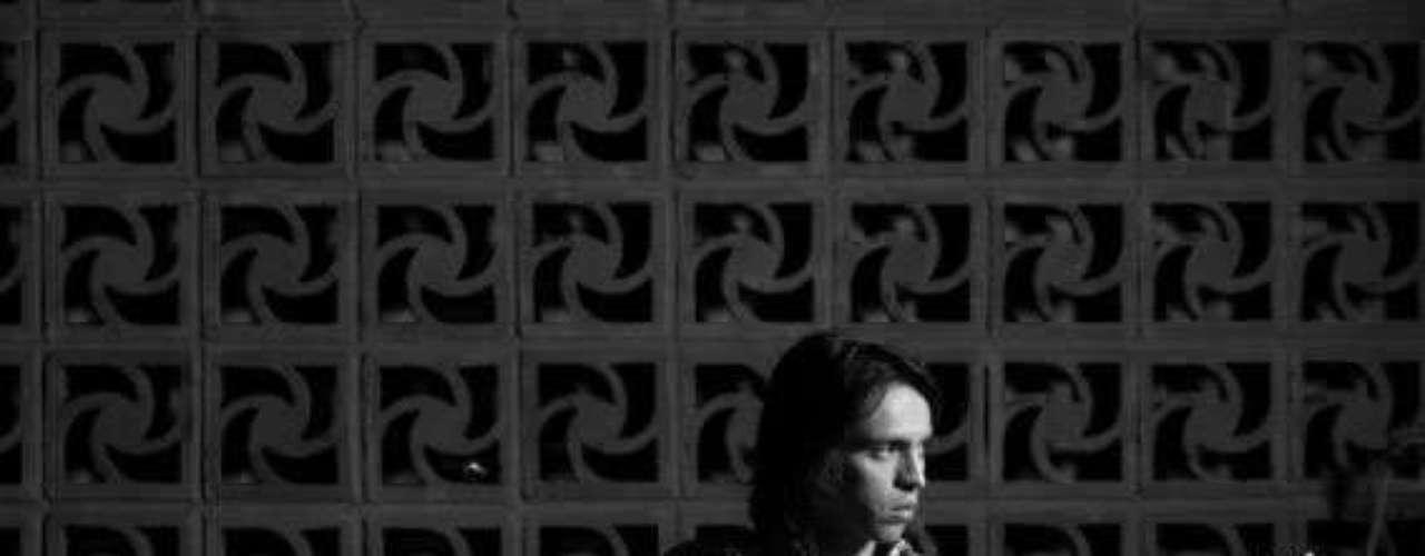 El bogotano Nicolás Santos es, tal vez, la mayor sorpresa de toda la lista, pues el formato pop rock del cantautor ha sido una apuesta muy íntima. Pero también es uno de los compositores locales más brillantes que se encuentra en dicha lista. 'Invisible' es su carta de presentación.