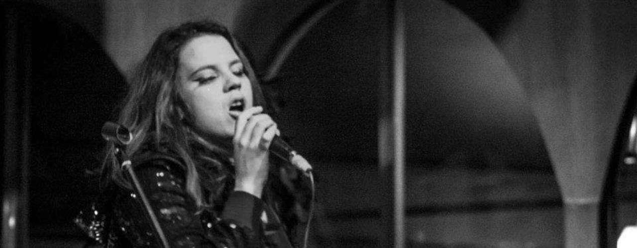 Sol Okarina regaló este año su sencillo 'Flores y vestidos', un tema solicitado por la Fundación Hope Sings, como parte del programa de apoyo a mujeres emprendedoras. La cantante ya estuvo en Austin y también ha visitado el Latin Alternative Music Conference. Su sonido caribeño y selvático repetirá showcase en SXSW.