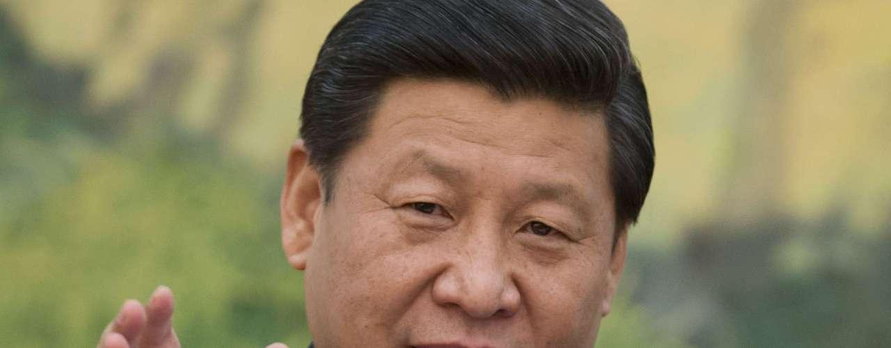 El Primer Ministro Chino Xi Jinping ocupa el lugar nueve de la lista. El 18 de octubre de 2010, Xi fue nombrado vicepresidente de la Comisión Militar Central, de esta manera pasa a ocupar puestos destacados en el ejército, el partido y el gobierno central, y las probabilidades de que suceda a Hu Jintao se incrementan, ya que con este nombramiento se le considera el heredero del presidente Hu Jintao, en 2013.