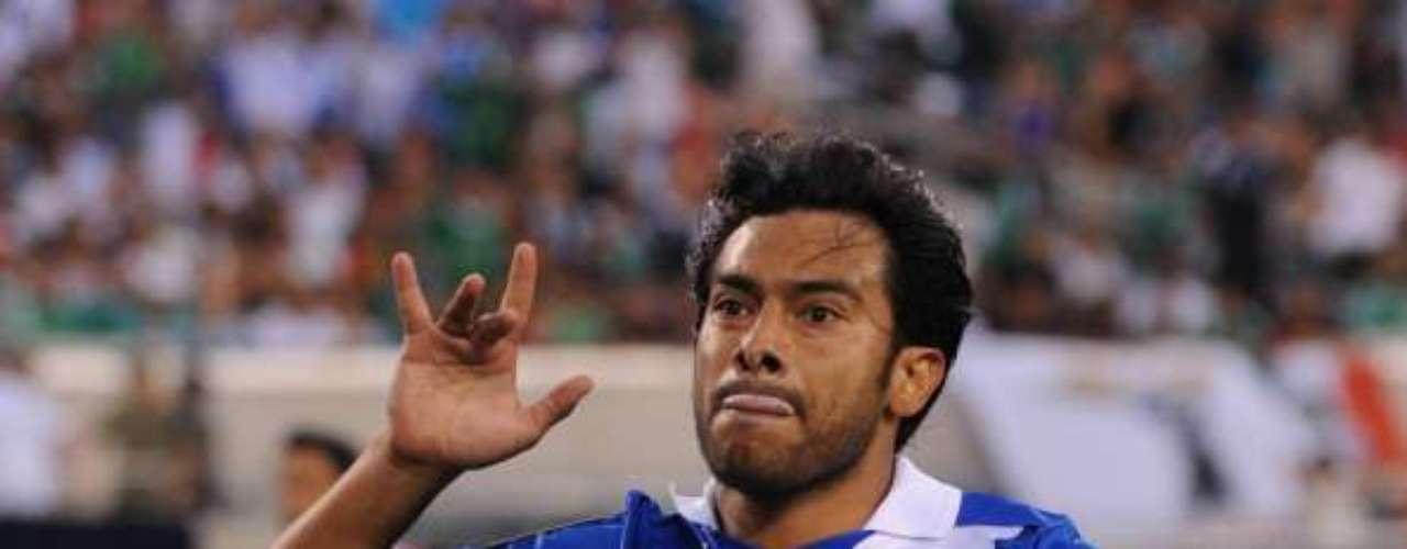 Carlos Ruiz es la estrella del futbol guatemalteco. Le apodan el 'Pescadito'.